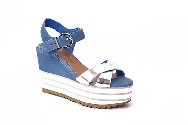 Sandalia azul y plata